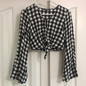Long sleeve Black and white buffalo check crop top